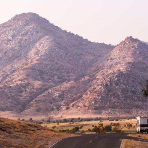 Diferencias entre estacionar, acampar y pernoctar con una autocaravana, camper o caravana