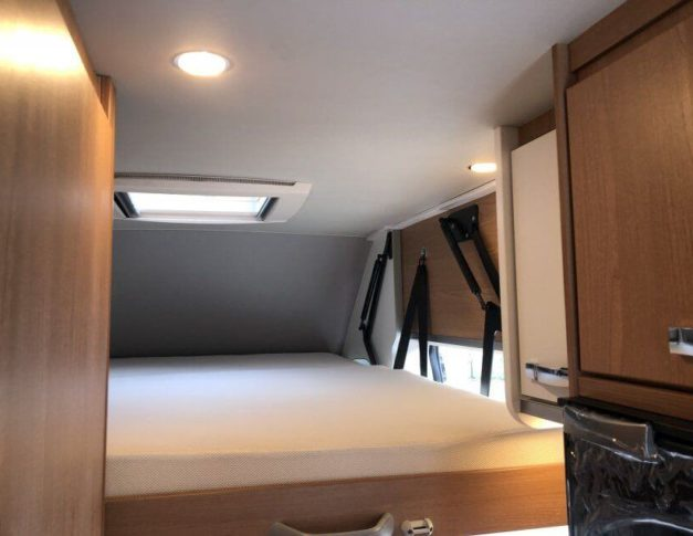 Furgoneta camper de alquiler Weinsberg Carabus 600DQ