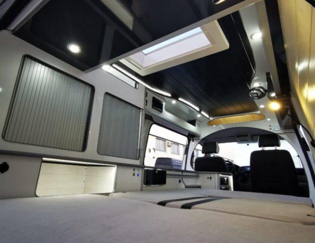Furgoneta camper de alquiler Volkswagen T5 Black & White