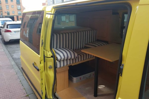 Furgoneta camper de alquiler Mercedes Vito 2.4 D